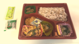 お昼のお弁当は教室にお届け!